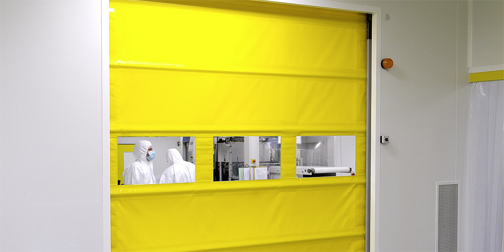 High-speed flexible door for clean rooms with panoramic transparency
